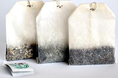 3 tea bags of white and black tea.