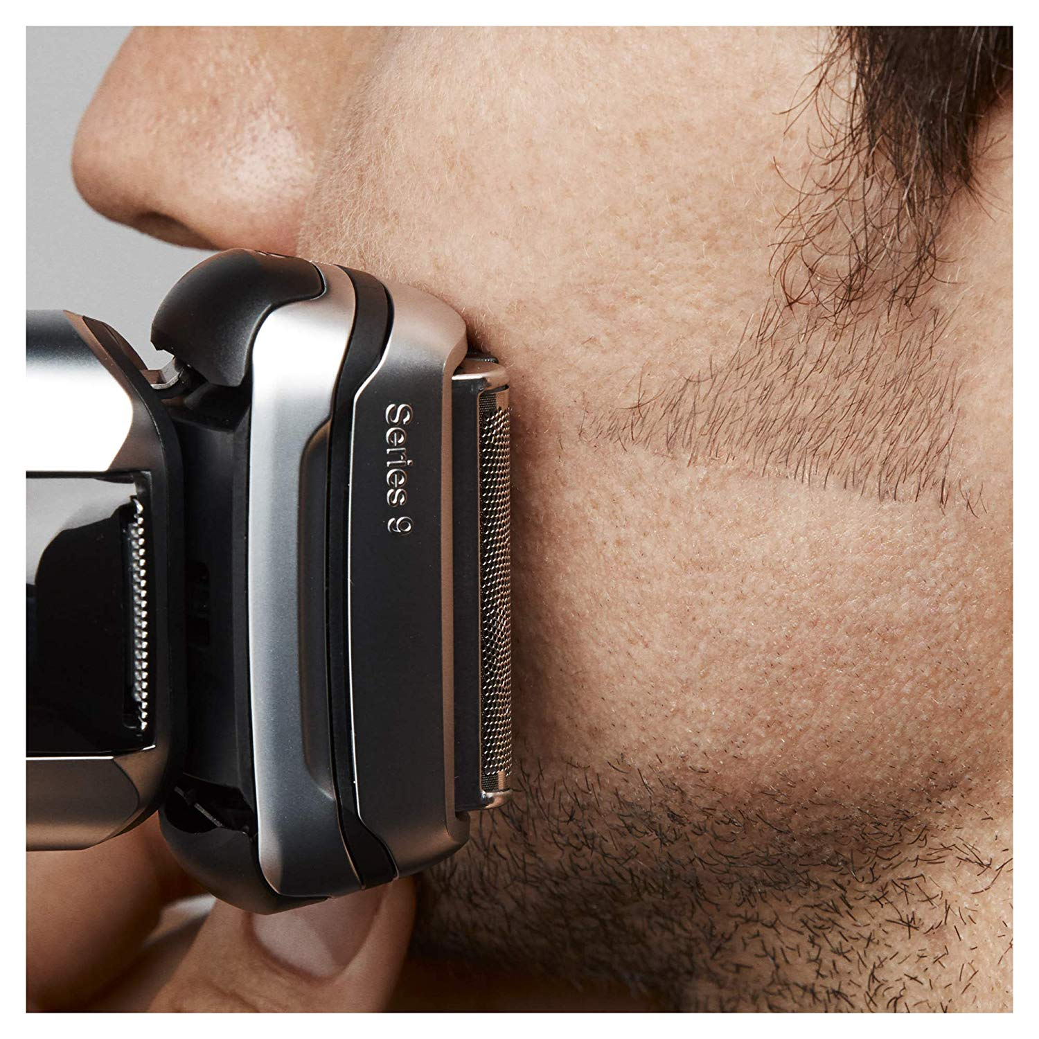 man using the Braun Series 9 to trim his beard